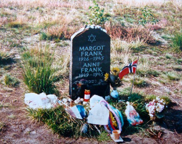 Gedenkstein für die Schwestern Margot und Anne Frank in Bergen-Belsen. (Foto: Birte Vogel)