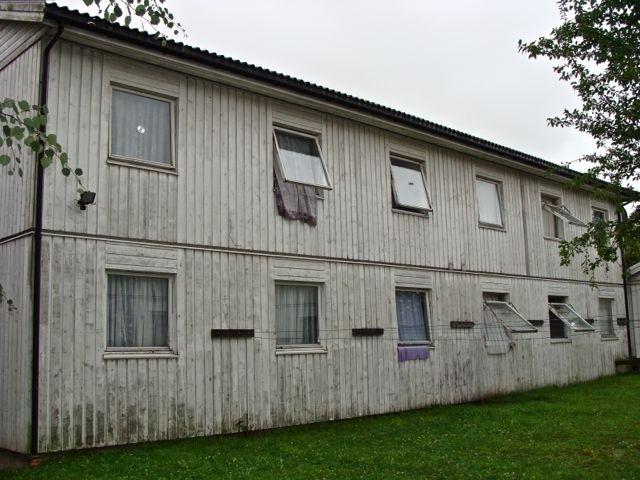 Flüchtlingsbaracke im niedersächsischen Großgoltern – abgelegen, heruntergekommen, keinerlei Privatsphäre, wenig Hoffnung. (Foto: Birte Vogel, 2011)